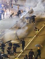 香港「雨傘」急進派を排除 記者にも刺激性液体