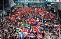香港の若者ら無許可デモ 警察、開始阻止できず衝突…拘束者も