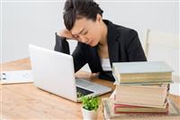 """中間管理職の7割「残業時間減っていない」 """"身代わり残業""""で「仕事量増」も3割"""