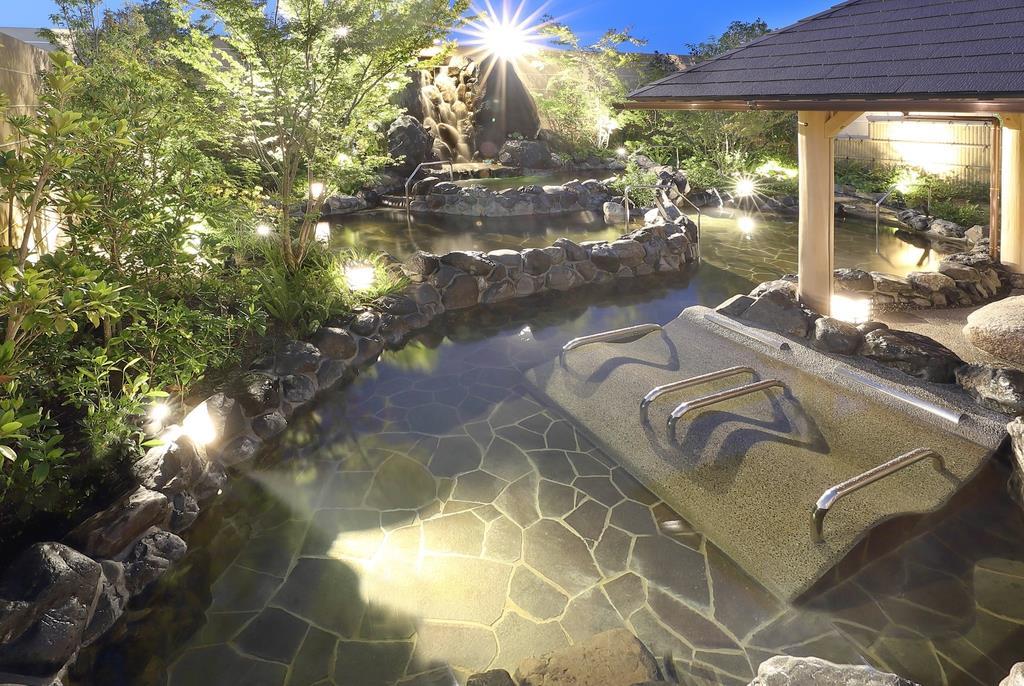 落ち着いた雰囲気で温泉を楽しめる「神戸みなと温泉 蓮」=神戸市中央区