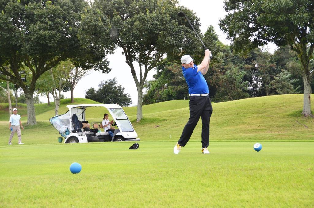「みえゴルフツーリズム推進機構」のモニターツアーに参加したアイルランド人のキエロン・カシエルさん。日本のゴルフ場は「おもてなしや行き届いた施設も魅力」と語った =9月18日午後、三重県津市のエクセレントゴルフクラブ伊勢大鷲コース(上野嘉之撮影)