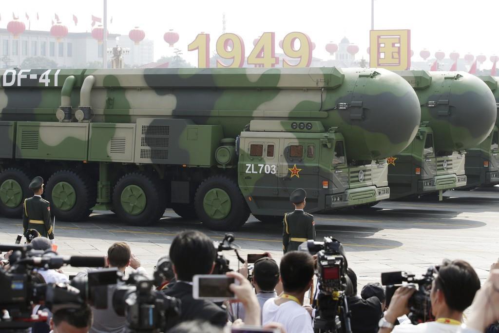 パレードに登場した移動式新型大陸間弾道ミサイル「東風(DF)41」(ロイター)