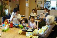 【いっしょに】(上)佐賀県唐津市の「MUKU」 子供連れて働ける介護施設