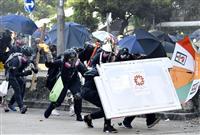香港警察、1日のデモで180人超拘束
