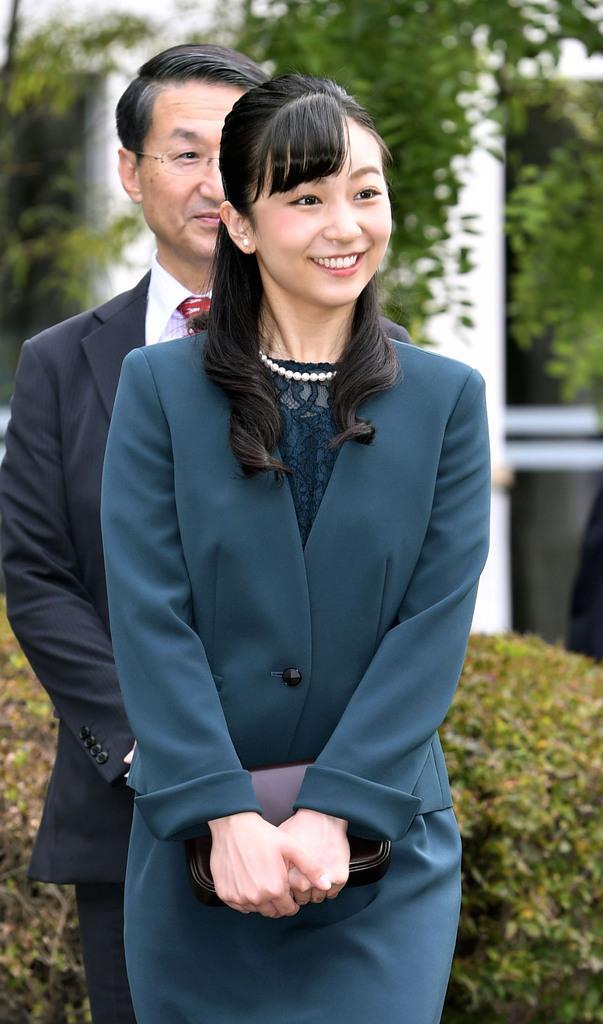 因幡万葉歴史館を訪問された秋篠宮ご夫妻の次女、佳子さま=29日、鳥取市