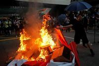 香港政府、デモ参加者のマスク着用禁止 緊急法5日施行