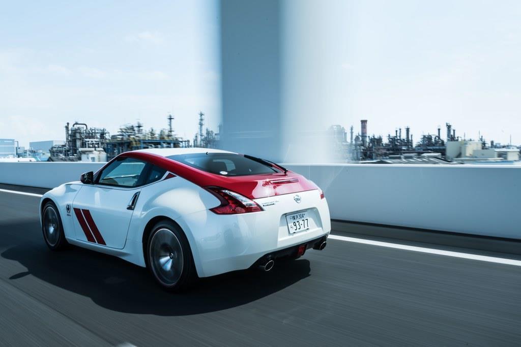 駆動方式はFRのみ。JC08モード燃費は9.1km/L。