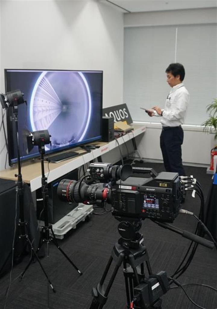 今年6月に開設されたシャープの「8Kラボ」。法人向けに製品やサービスをカスタムメイドするための商談スペースだ=今年8月、東京都港区