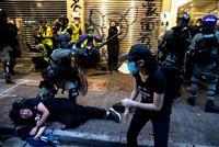 香港、前日の衝突で38人けが 覆面禁止法で初訴追の2人は保釈