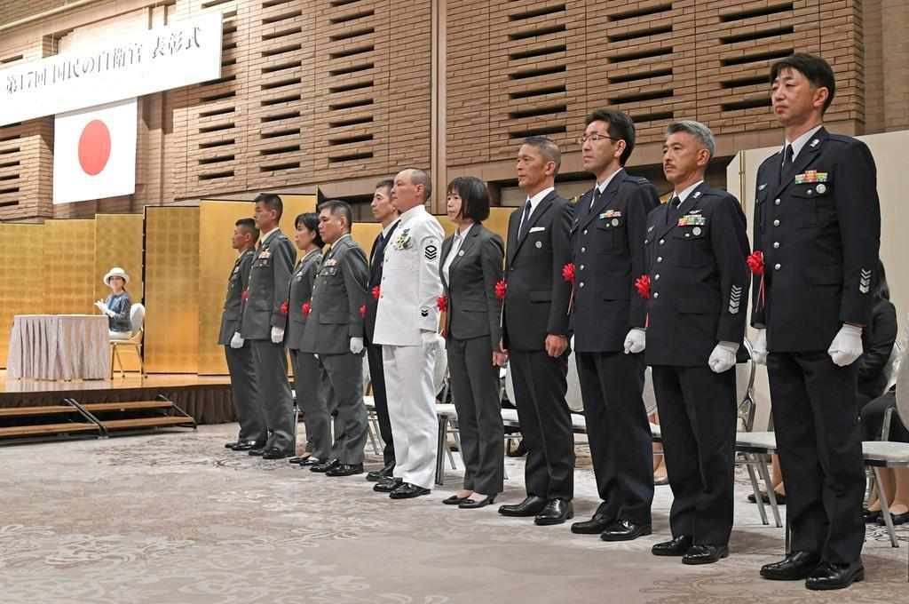 「第17回国民の自衛官」の表彰式に臨む受章者=8日、東京都新宿区のホテルグランドヒル市ヶ谷(酒巻俊介撮影)