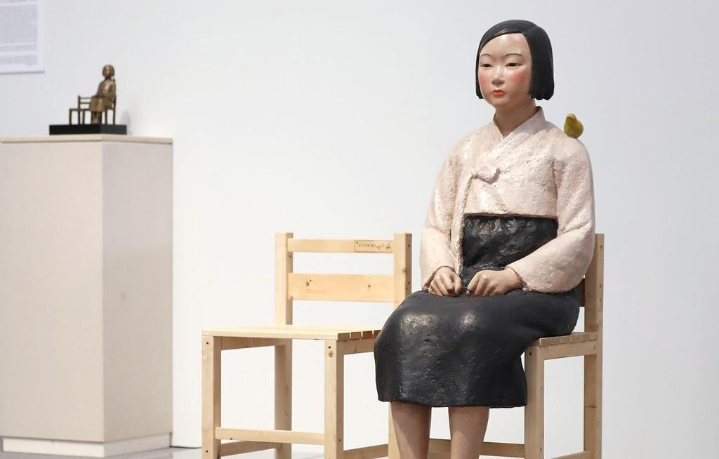 「表現の不自由展・その後」で展示されていた「平和の少女像」=8月3日、名古屋市