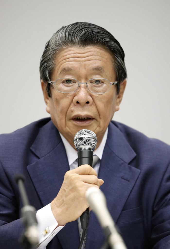 関西電力役員らの金品受領問題で第三者委の委員長に就き、記者会見する但木敬一弁護士=9日午後、大阪市