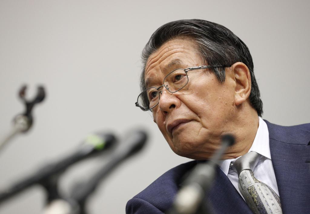関西電力役員らの金品受領問題で第三者委の委員長に就き、記者会見で質問を聞く但木敬一弁護士=9日午後、大阪市