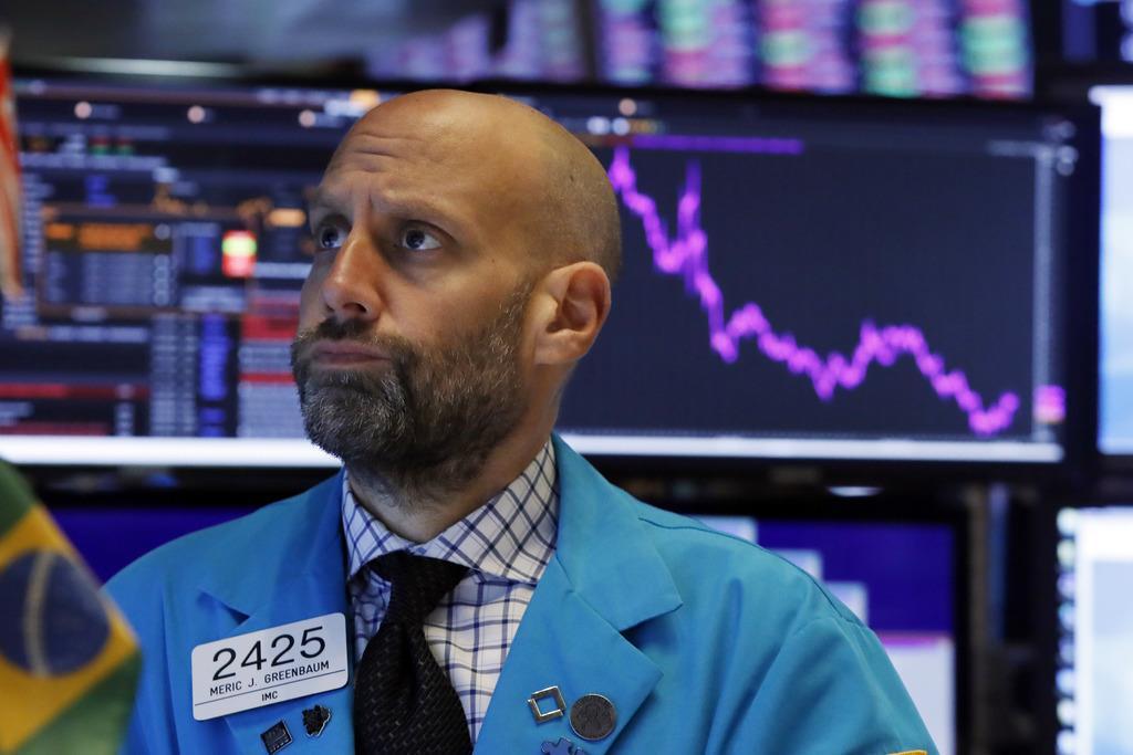 ニューヨーク株式市場のトレーダー=8日(AP)