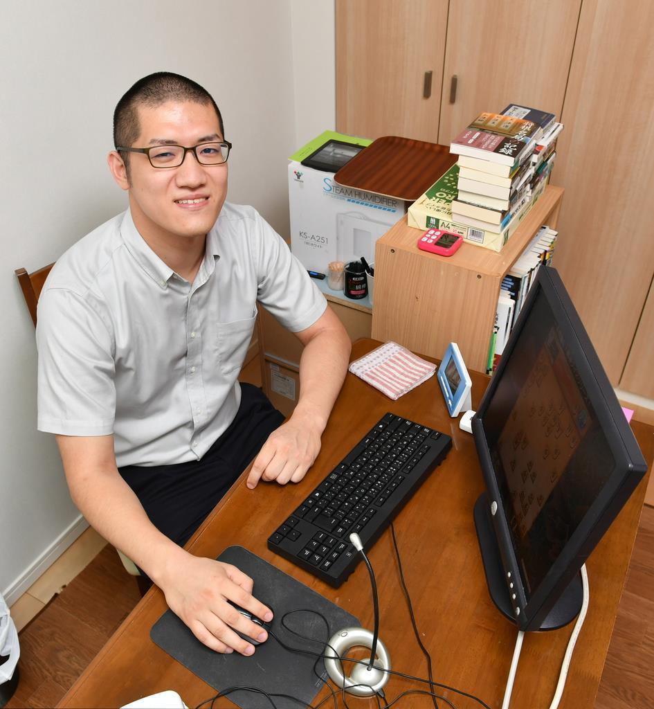 将棋のプロ棋士編入試験に挑戦する折田翔吾さん。将棋ユーチューバーとしても活躍している(南雲都撮影)
