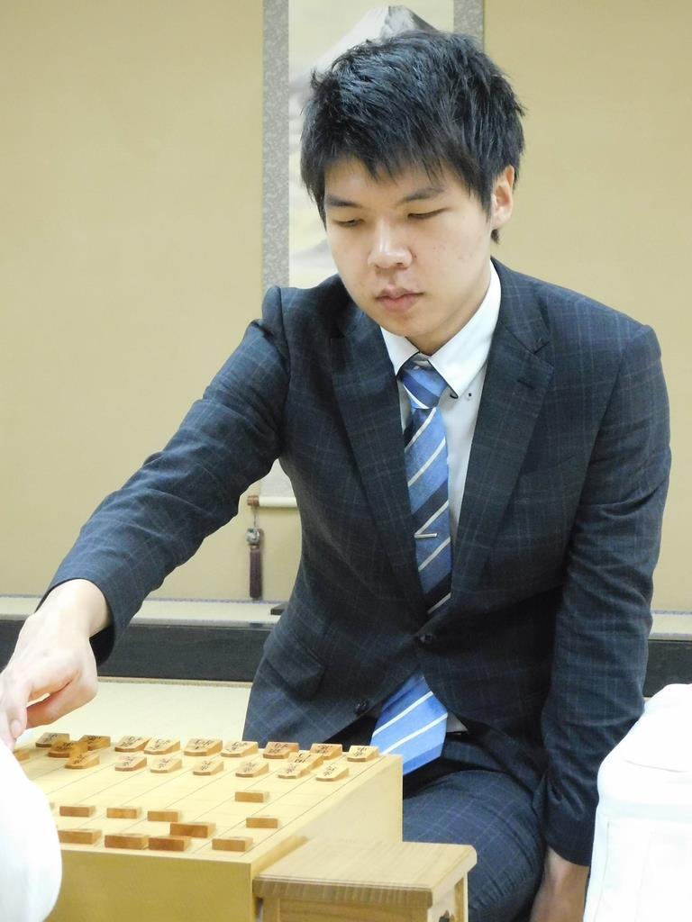 新人王戦第1局を制し、3度目の新人王に王手をかけた増田康宏六段=9日、東京・千駄ケ谷の将棋会館