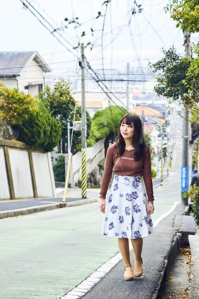 観光冊子にモデルを起用して紹介された愛徳坂=神戸市垂水区(垂水区役所提供)