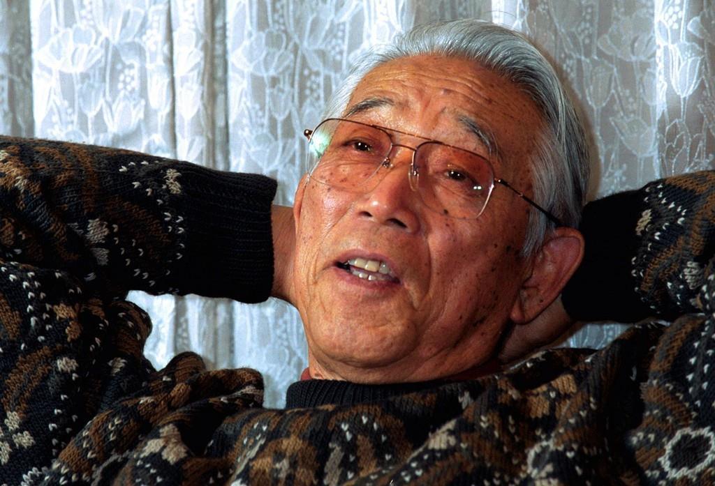 「話の肖像画」に登場したときの岡仁詩さん=平成13年(山田哲司撮影)