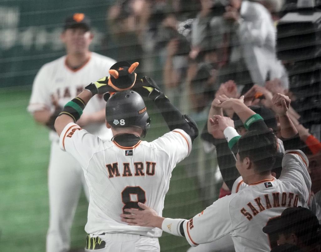 1回、先制の本塁打を放った巨人・丸佳浩=東京ドーム(加藤圭祐撮影)