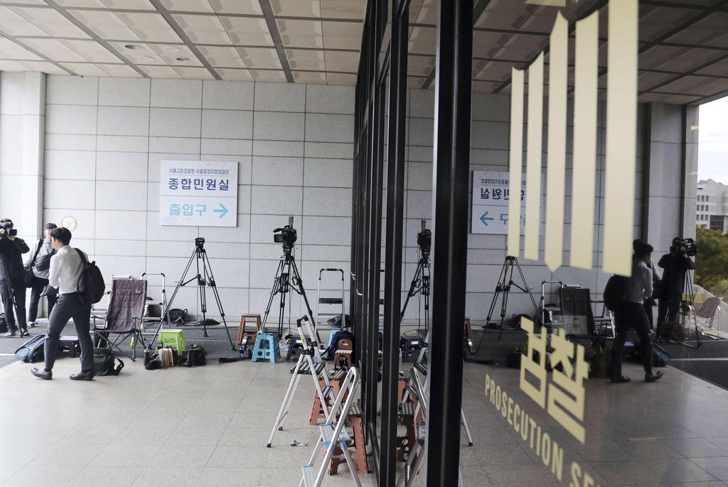 ソウル中央地検が入る検察庁舎の正面玄関=3日(聯合=共同)