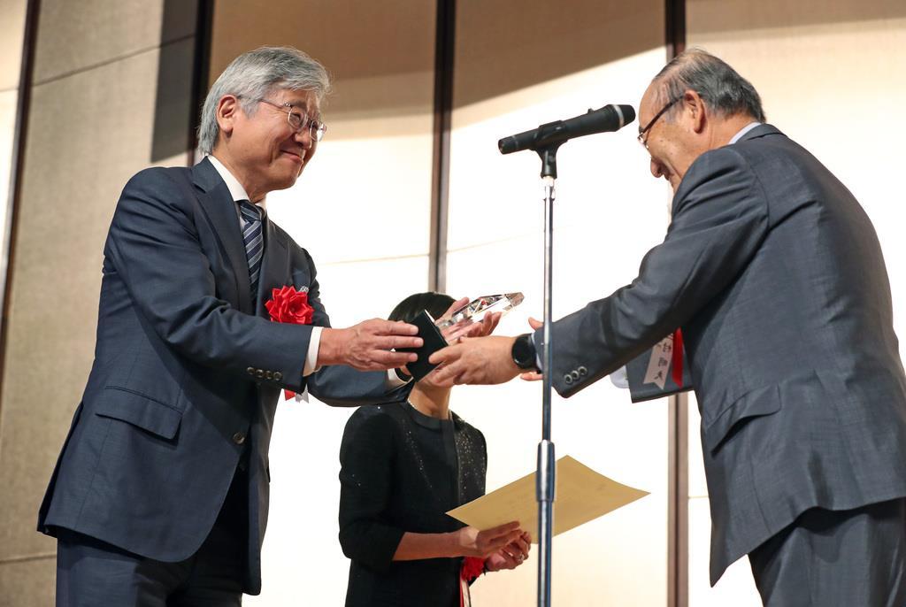 勇気ある経営大賞顕彰式 東鋼の寺島社長「挑戦を続ける」
