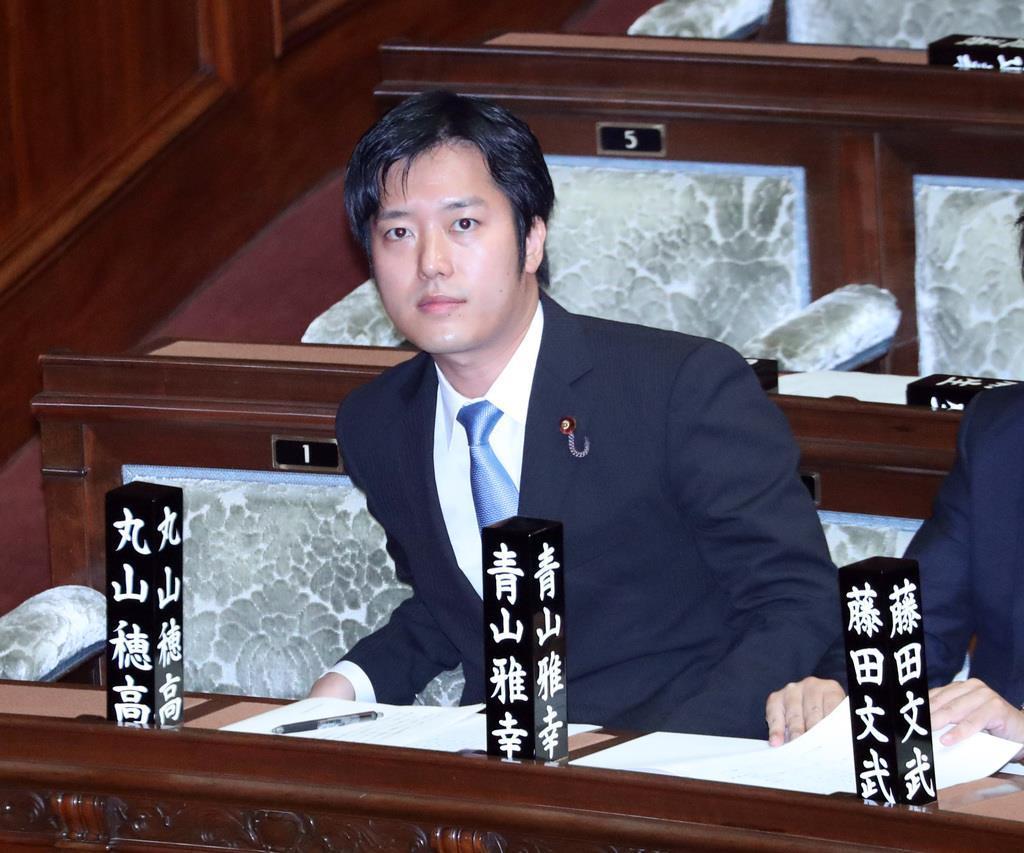 竹島に上陸した韓国の与党「共に民主党」の国会議員ら(共に民主党、禹元植議員のフェイスブックから)=共同