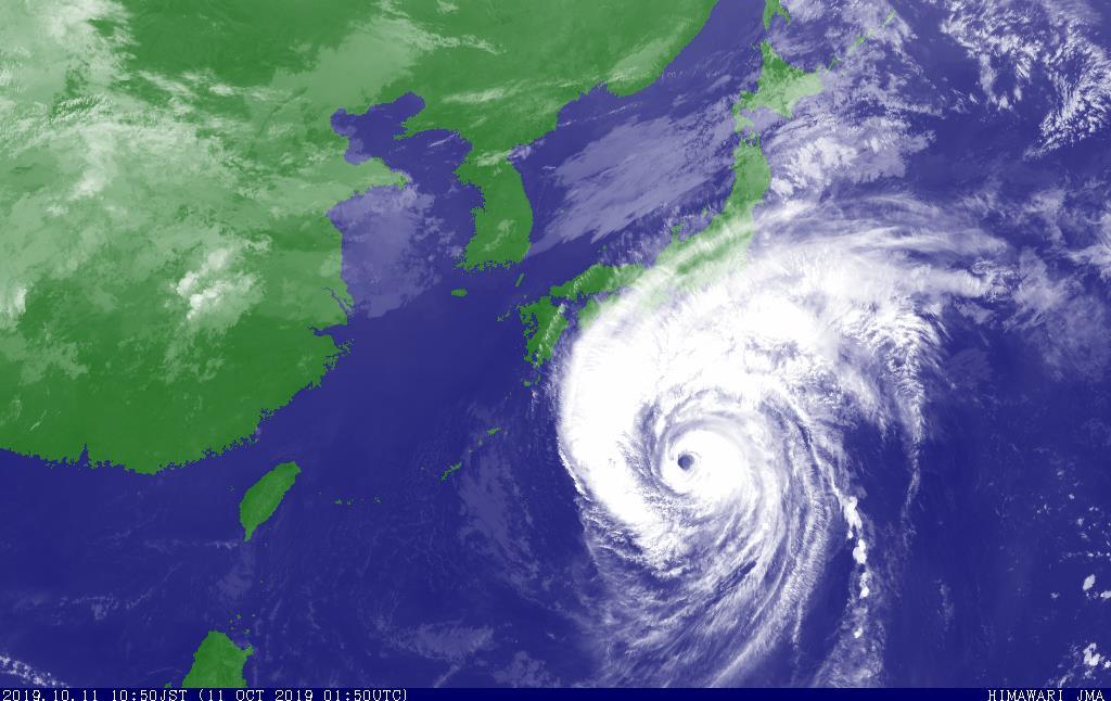 気象衛星が捉えた、11日午前10時50分の台風19号(気象庁提供)