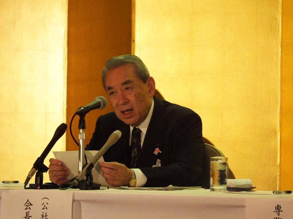 「八木さんの辞任は痛いが、残されたわれわれ一丸となって万博推進も行う」と語った松本正義関経連会長=11日、京都市
