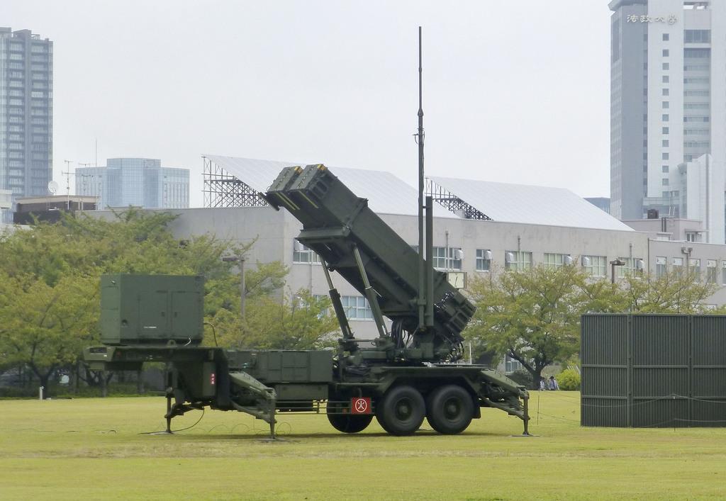 東京・市谷の防衛省敷地内に展開された地対空誘導弾パトリオット(PAC3)=11日午後