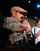 【一聞百見】ブルースハーモニカ日本一…全盲で車いす、奇跡のミュージシャン 山下純一さん…