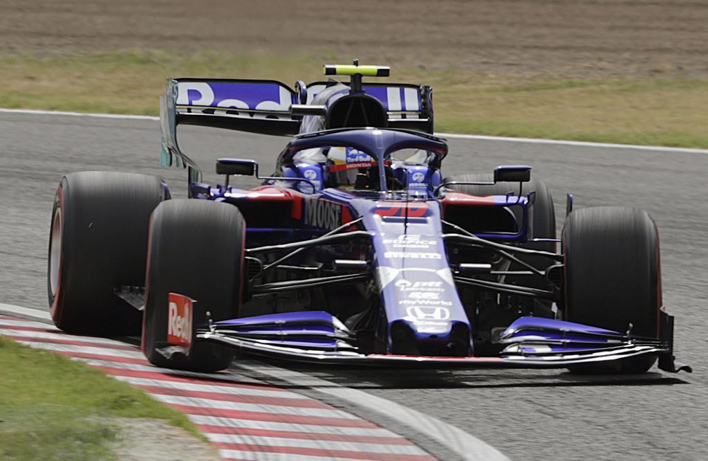 F1日本GP開幕。フリー走行するトロロッソ・ホンダの山本尚貴 =鈴鹿サーキット