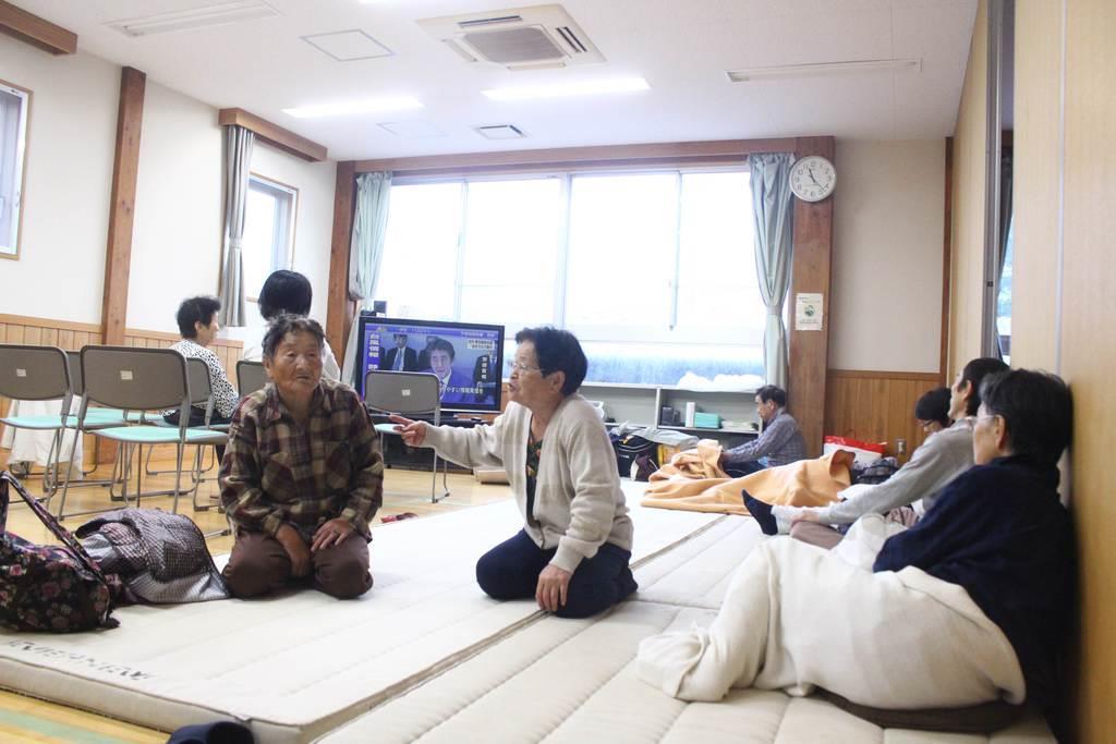 避難者らは狩野川台風並みとされる台風19号の襲来に不安を募らせた=12日、静岡県伊豆市熊坂(石原颯撮影)