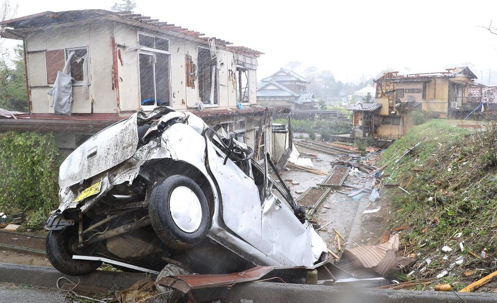 【台風19号】竜巻と見られる強風により被害を受けた千葉県市原市永吉付近では家屋が倒壊していた=12日午後、千葉県市原市(納冨康撮影)