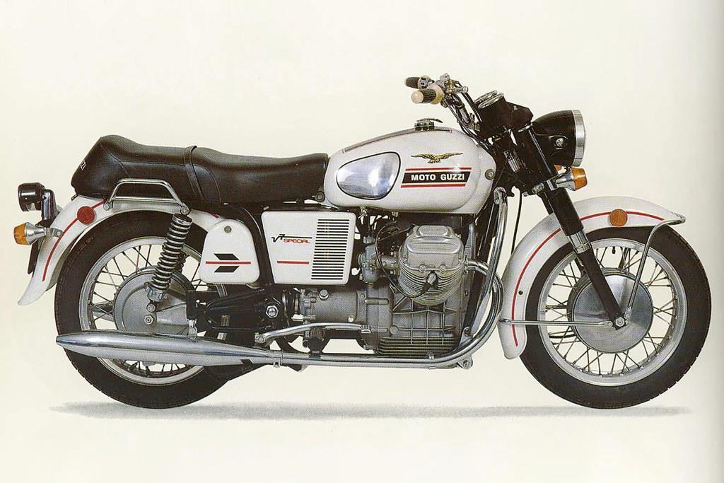 1968年当時販売されていたV7。初代は700ccのV型エンジンが搭載されており、軸寸法といった基本性能はほぼ現在と同じ。この当時のパーツの中には現在も使用できるものがあるというから驚きである。