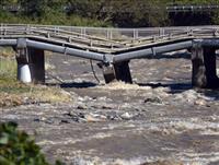 甲州街道の橋、崩落の恐れ 山梨・大月、大きく落ち込む