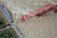 上田電鉄の橋、一部崩落 長野、けが人なし