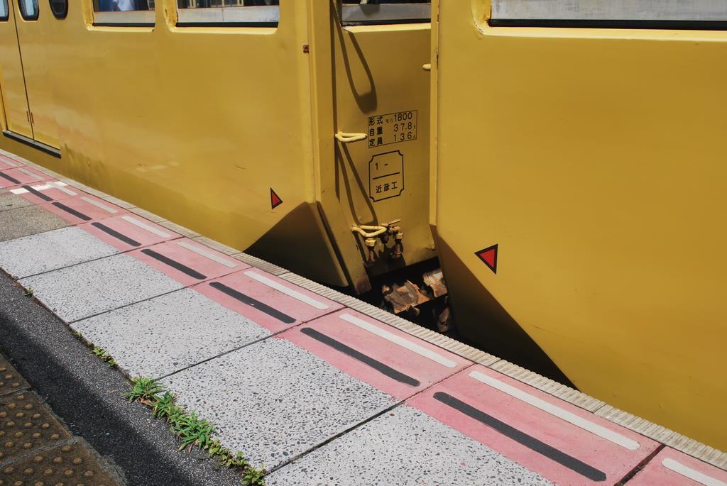 車体の裾を切り取る改造「面取り」が施された近江鉄道の車両