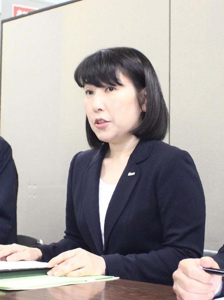 初の女性社長に就任した後藤佐恵子氏(中)=15日、静岡市役所(石原颯撮影)