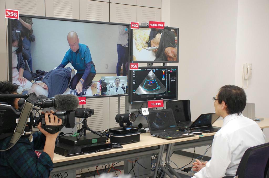 NTTドコモが和歌山県立医科大学で実施した5Gによる遠隔医療実験=1月21日、和歌山市(黒川信雄撮影)