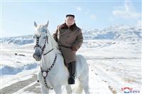 正恩氏、米国に対決姿勢 白馬で白頭山登頂も