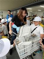 新聞宅配の仕組み学ぶ 大阪・松原の児童ら新聞販売店で体験