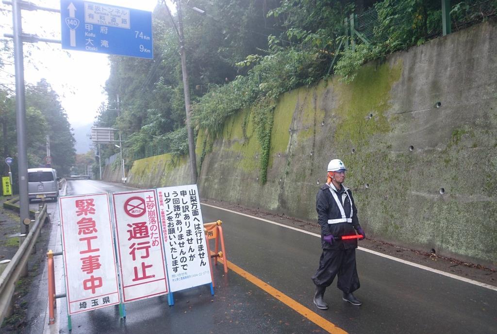 【台風19号】孤立続く集落、支援物資は手渡しリレー 埼玉・秩…