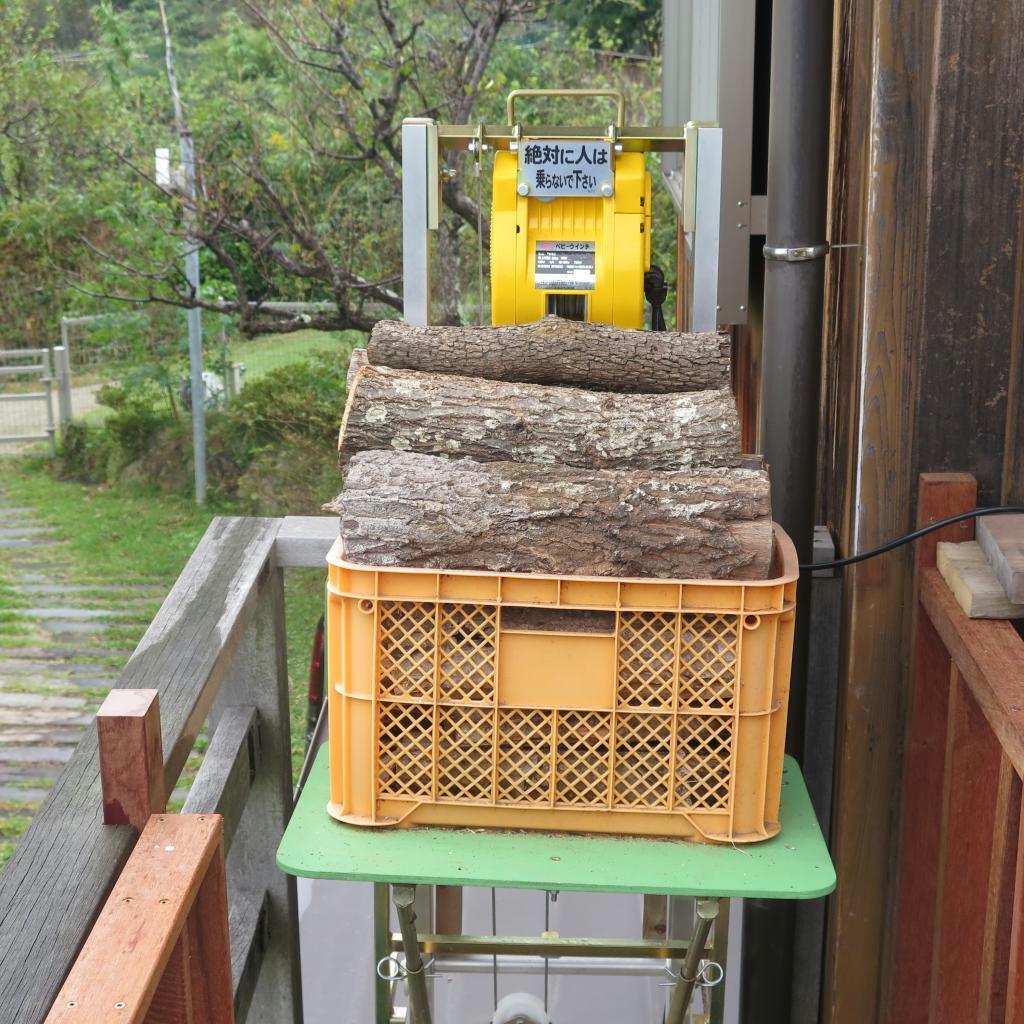 力強く薪をリフトアップしてくれる装置
