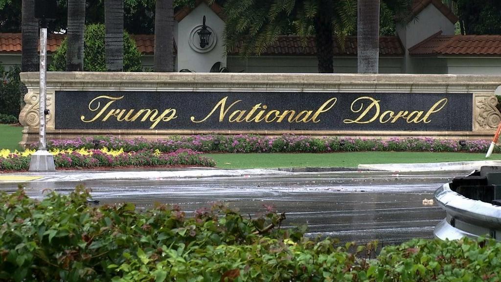トランプ米大統領一族所有の「トランプ・ナショナル・ドラル」=2017年6月、フロリダ州(AP)