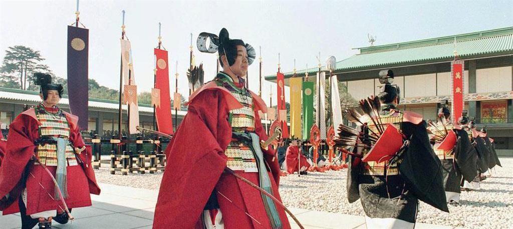 平成の即位礼正殿の儀でも、旛や古装束の者たちが儀式を彩った =平成2年11月12日