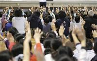 友達と再会、あふれる笑顔 宮城、福島の学校再開