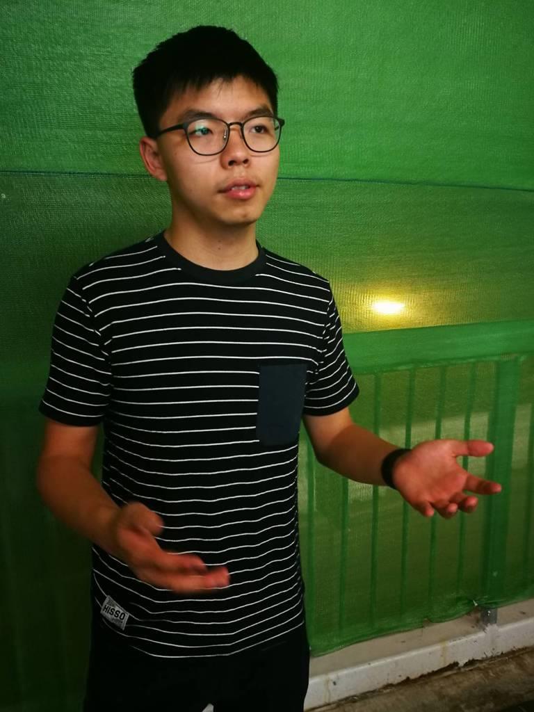 インタビューに応じた香港「雨傘運動」元リーダー、黄之鋒(ジョシュア・ウォン)氏(森浩撮影)
