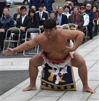 アマチュア相撲の世界一がお祝いの土俵入り 即位礼正殿の儀
