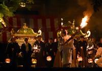 鞍馬の火祭、勇壮に