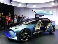 【東京モーターショー】近未来のEVのドアは上向きに レクサスが試作車を初公開